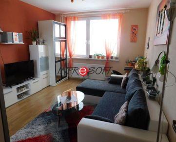 Veľkometrážny 2 izbový byt  Zlaté Moravce s krásnym výhľadom
