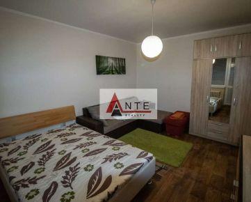 Prenájom 1 izb. blízko CENTRA, Ludmanská ul., LOdžia, zariadený, upravený
