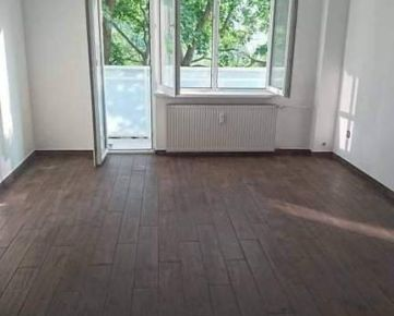 1,5 izbový byt v Bratislave Novom Meste s dlhou loggiou