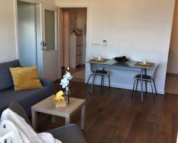 REZERVOVANÝ - Veľkorysý slnečný 2 izbový byt s balkónom  a garážovým státím, Bratislava Karlova Ves Námestie sv. na prenájom
