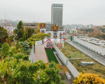 CUBICON (Mlynská dolina) 5 izb. exkluzívny byt s veľkou zelenou trávnatou terasou so saunou a vírivkou na prenájom