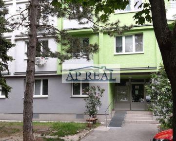 Priestranný, zrekonštruovaný 3i byt, Exnárova ulica, Bratislava-Ružinov