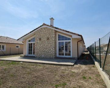 ***Ponúkame na predaj priestranný 4-izbový rodinný dom v Toskánskom štýle ,ÚP 112,1m2 pozemok 555m2*** Dokončenie máj 2021