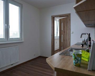 REZERVOVANÝ  -   4 izbový byt + loggia, 80 m2, Urxova, Prešov