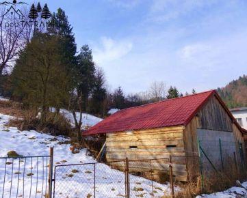 Pozemok s budovou Hronec
