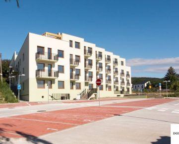 2-izbový byt 75m2 pod lesom pivnica a dve parkovacie miesta v cene