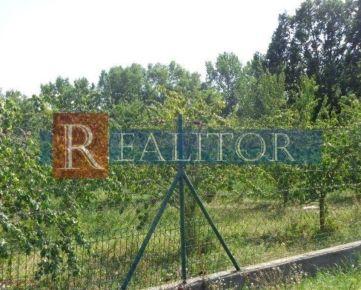 Na predaj pozemok - stavebný na rodinný dom, 800 m2, Jur nad Hronom, okr. Levice.