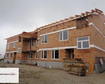 K&R CARPAIA-real *Nové bývanie - Posledný voľný byt - 3i byt - 72 m2 - s veľkým balkónom - 15 m2 - Vila dom - parking a štandard je v cene - Rastislavova ul.