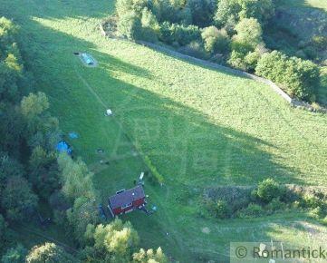 Pozemok 3,3 hektára (lúky, pasienky, les) s mobilným domom