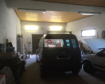 Prenajmem štvor garáž využiteľnú aj ako sklad, alebo dielňu. 66m2 v blizkosti centra a obchvatu v Trnave.