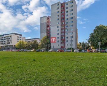 HERRYS - Na predaj 3 izbový byt s lodžiou so samostatnými izbami v Petržalke