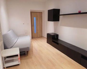 Prenájom krásneho 1 izbového bytu po rekonštrukcii v Starom meste na ul. 29 augusta.  Byt má samostatný vstup, kompletne zariadenú kuchyňu, chladničku, práčku,  36m2 a sa nachádza na zníženom podlaží