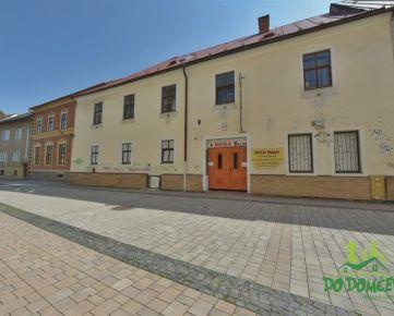 Polyfunkčný objekt s parkovaním na ulici Lazovná, centrum mesta Banská Bystrica