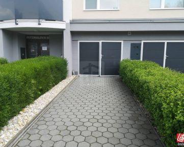 Direct Real - REZERVOVANÉ Na predaj Garáž plus vonkajšie garážové státie