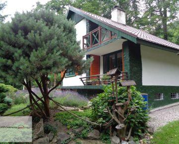 K&R CARPATIA-real ** TOP PONUKA ** Romantická celoročne obyvateľná murovaná chata s altánkom, krbom, garážou - lokalita Stupy