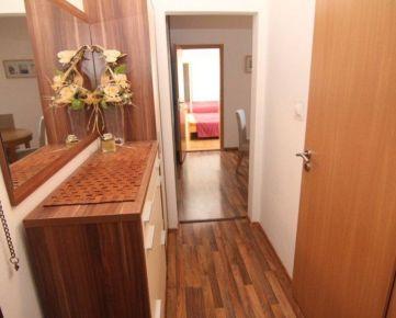 Ponúkame na prenájom menšiu samostatnú izbu v 3 izb. byte , Čiernovodská ul.
