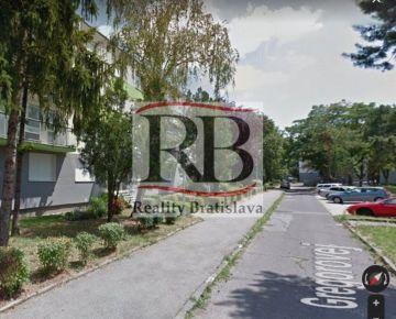 Na predaj 3 izbový byt na Gregorovej ulici v Ružinove