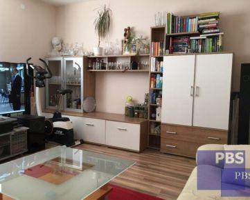 --PBS--++TEHLOVÝ KOMPLETNE prerobený 3.-izbový byt s BALKÓNOM o výmere 60 m2, Hospodárska ulica++