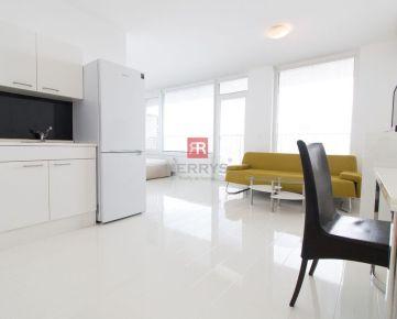 Prenájom - 1 izbový byt s veľkou loggiou v novostavbe RETRO na 10.p s garážovým státím