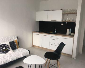 Veľmi príjemný, takmer novo zariadený byt vhodný pre pár