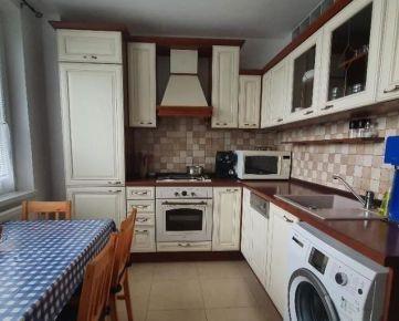 Ponúkame na predaj zrekonštruovaný 2 izbový byt na Čiližskej ulici, Bratislava II.-Vrakuňa