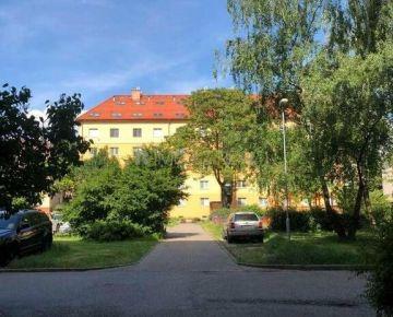 2 izbový byt, 61m2, Košice - Zimná ulica, pôvodný stav, loggia