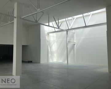 NEO – moderný nízkoenergetický obchodný priestor Zelené átrium