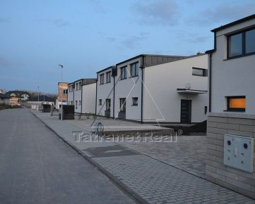 Posledný 5i RD v tichej ulici, v dvojdome, vo vyhotovení holodom, ideáne pre rodiny s deťmi, 132 m2 + terasa 20 m2, Tomášov, pozemok 265 m2