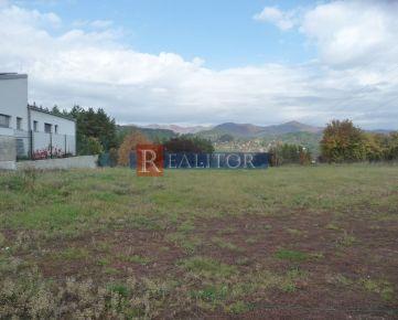 **Ponúkame na predaj stavebný pozemok na rodinný dom, 982 m2 -  Suchý vrch**