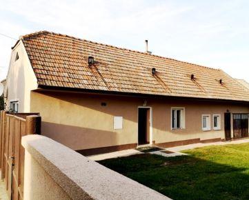 REZERZVOVANÝ 3-izbový  čiastočne zrekonštruovaný domček s veľkým pozemkom