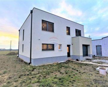 =RE/MAX= Na predaj novostavba, dvojpodlažný rodinný dom, jedinečná lokalita
