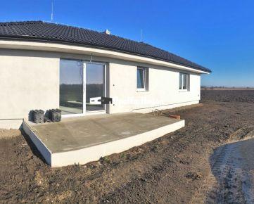 4-izbový bungalov v tvare L v Miloslavove