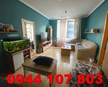 Na predaj zariadený 3 izb. byt na Sídlisku
