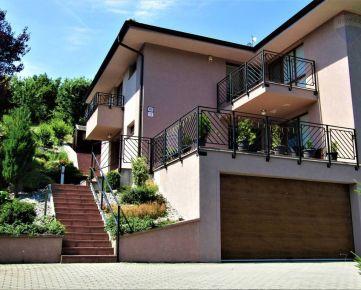 Predaj- 5 izbového rodinného domu s garážou, terasami, 4x kúpelňa, krb v obci Limbach