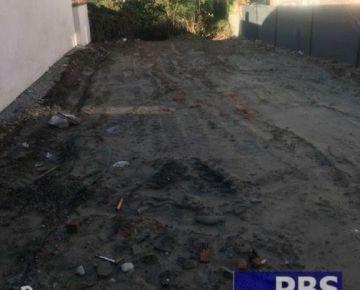 --PBS-- ++STAVEBNÝ pozemok o výmere 382 m2 medzi domami, všetky IS, Trnava - Modranka++