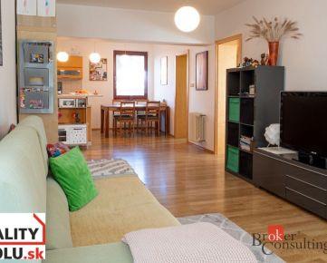 Krásny 3 izbový byt s ÚP 112m2, záhrada, terasa 13m2, parkovacie miesto,  blízkosť lesa.