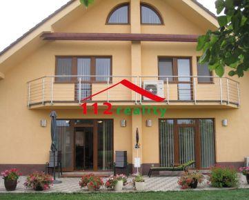 112reality - Na predaj luxusná  6 izbová rodinná vila s peknou záhradou, dvojgaráž, 5 parkovacích miest, Bratislava II, Nezvalova