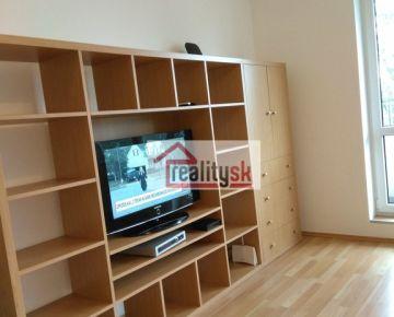 1 izbový byt v Koloseu na prenájom za 450 euro vrátane tv, internetu a energií