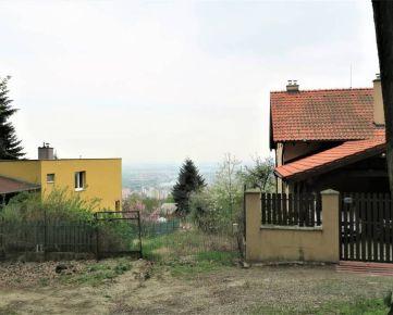 Direct Real - 11 árový  pozemok s nádherným výhľadom v zástavbe rodinných domov, všetky IS, časť Rača Kopanice