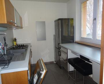 Zrekonštruovaný zariadený 2-izb. byt, 56 m², internet a TV v cene, alarm, 2 pivnice, na Exnárovej ul. v centre Ružinova, na Pošni