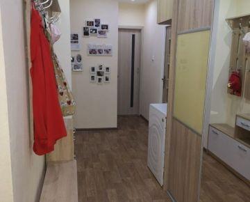 Na Jesennej ulici ponúkame na predaj 4 izbový byt po kompletnej rekonštrukcii.