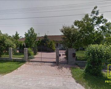 Ponúkame Vám na predaj čiastočne zariadený Rodinný dom v obci Macov na pozemku o rozlohe 2035 m2.