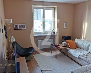 Predaj 1 izbový byt v centre mesta Nitra , garážové státie, vhodný ako investícia na prenájom