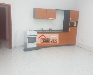 Prenajmem 3izbový byt 80 m2 na Piešťanskej ulici oproti pošte č.5 , prízemie - prípadne ubytujem aj robotníkov 0918 882 118