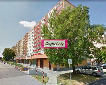 COMFORT LIVING ponúka - Priestranný 3-4 izbový byt (83 m2) v zateplenom dome - tri nepriechodné izby, orientácia Východ a Západ