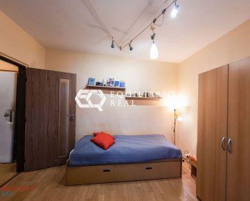 (REZERVOVANÝ) Na predaj 1-izbový byt na Sládkovičovej ulici v Košiciach
