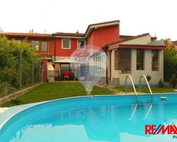 PREDAJ: Rodinný dom, 6-izb, 180m2, Senická ul, pozemok 350m2, Horský park, BAI, Rekonštrukcia, Bazén