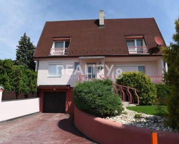 Dvojgeneračný dom s nádherným výhľadom na Zobore -PREDAJ!