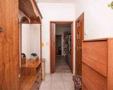 PREDAJ 2-izb. byt v príjemnej lokalite, BA Ružinov-zvýšené prízemie