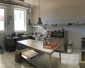 NEO- komplet vybavená kuchyňa s autom na rozvoz jedla